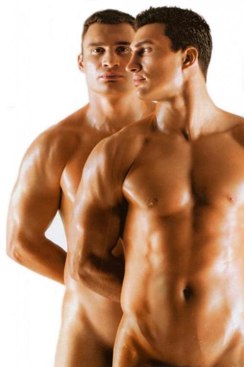 Голые братья Кличко. Кличко разделись для журнала. Фото Кличко.